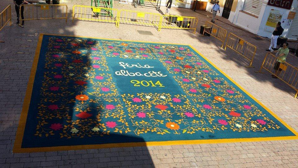 Alfombra de serrín en la Feria de Albacete